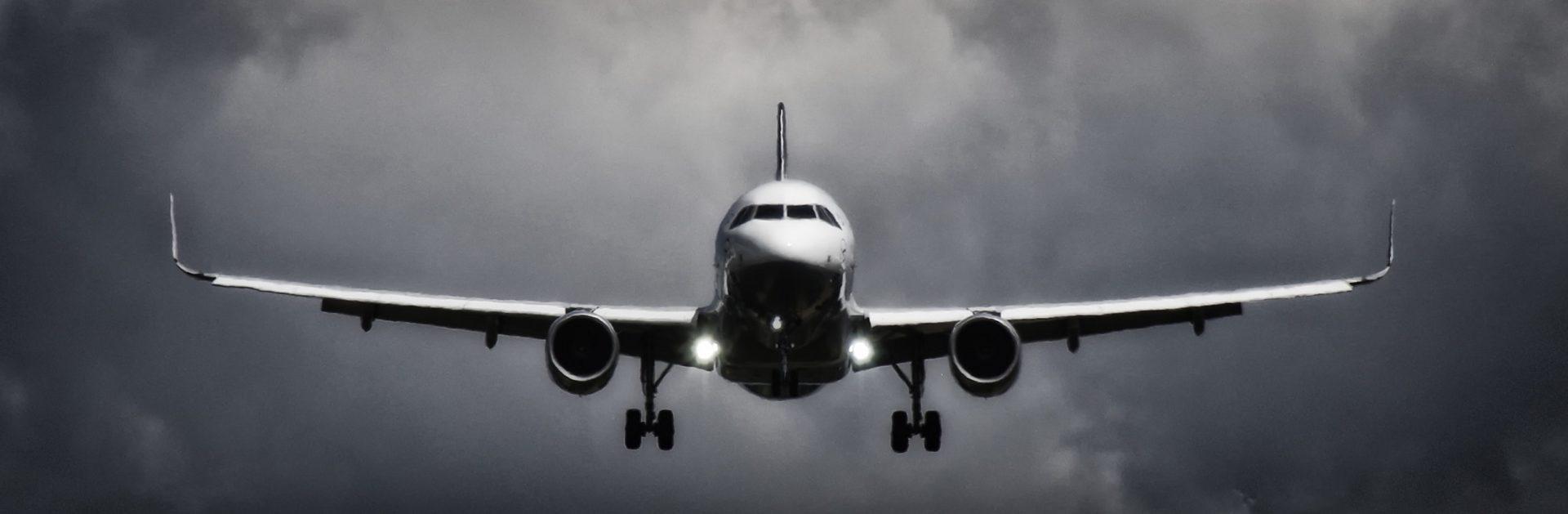 Lidmašīnas nosēšanās, aviokravu pārvadājumi